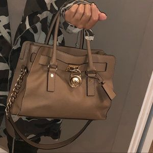 l Michael Kors bag